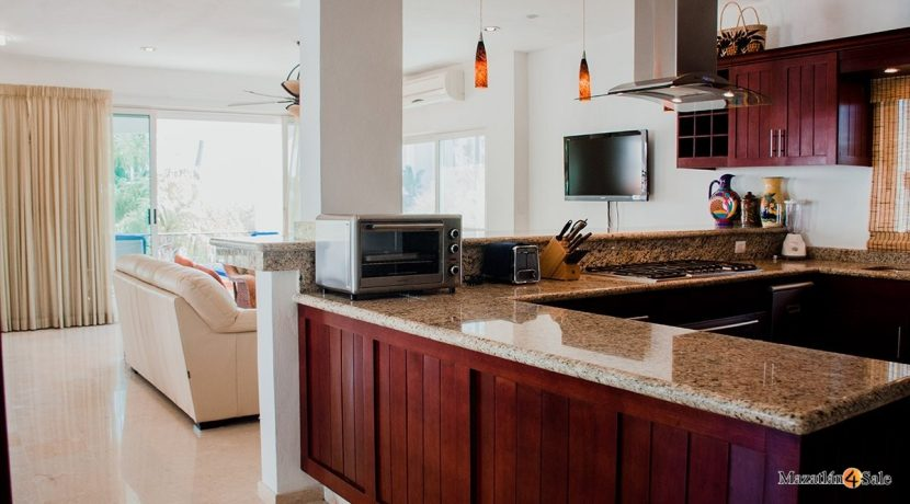 Mazatlan  2 bedrooms in Beachfront Home For Sale (24)