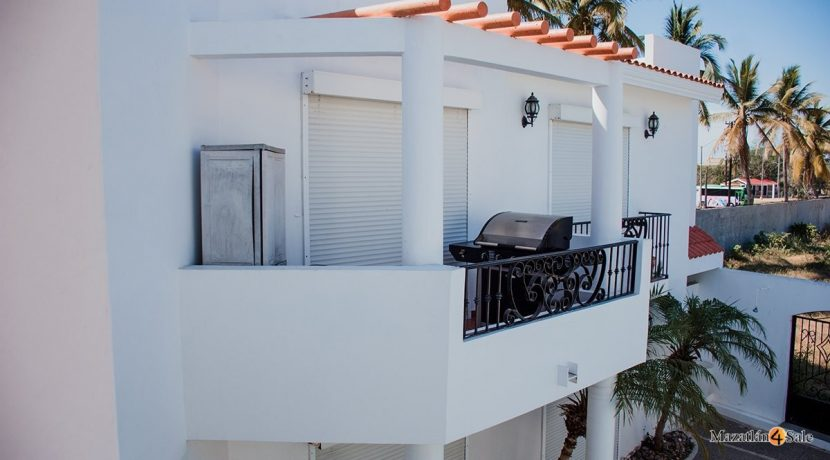 Mazatlan  2 bedrooms in Beachfront Home For Sale (52)