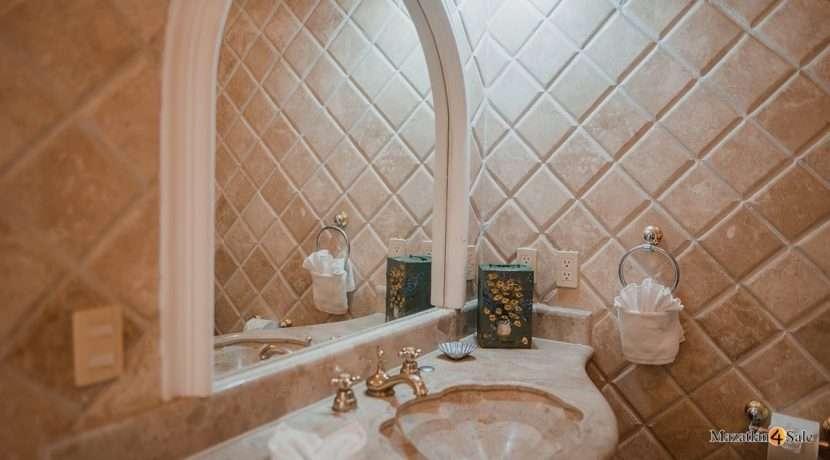 Mazatlan 1 bedroom in La Marina Tenis and Yacht Club Condo For Sale 3