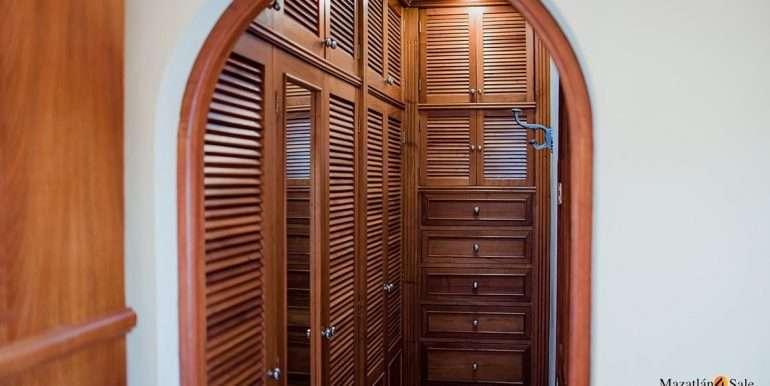 Mazatlan - 2 bedrooms in Playa Linda-OceanFront-For Sale-Mazatlan4Sale-18