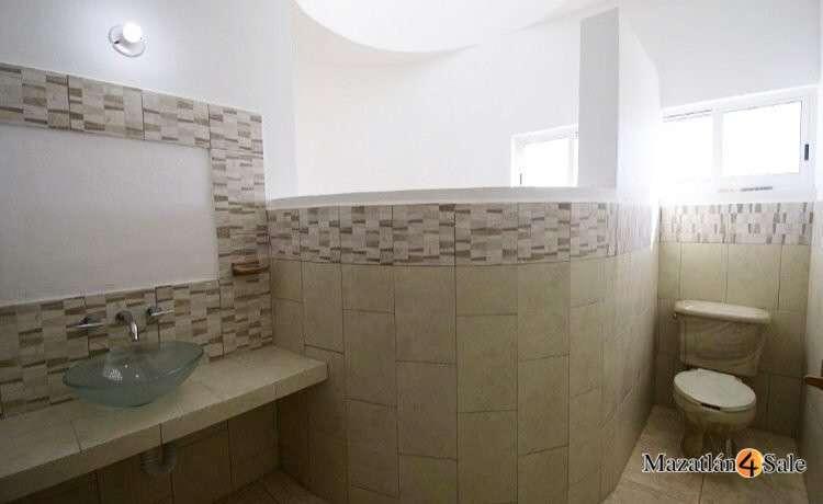 17EB-GP6712 . Master bath