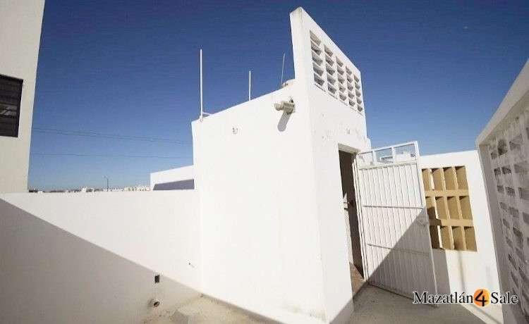 30EB-GP6712 . roof laundry room