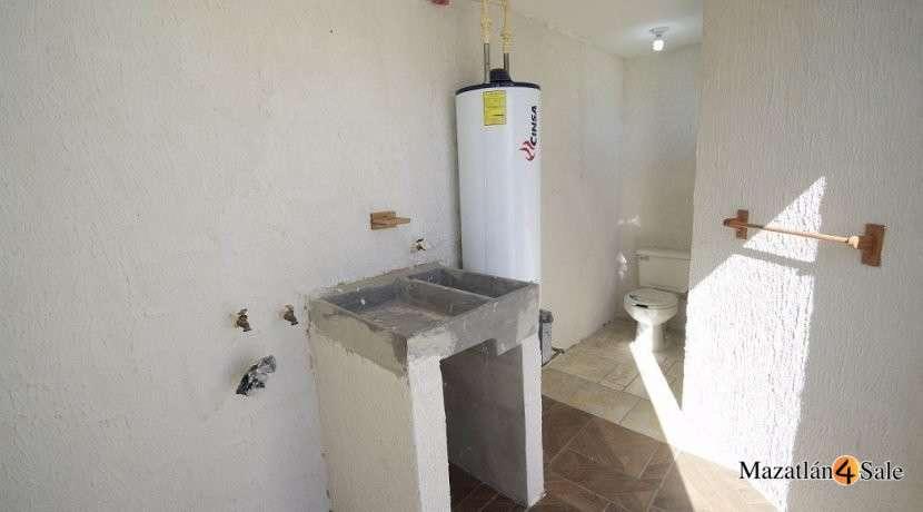 31EB-GP6712 . laundry room inside