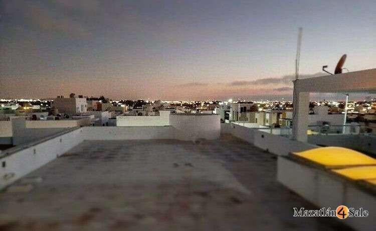 32EB-GP6712 . roof city view night