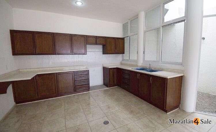 5EB-GP6712 . kitchen
